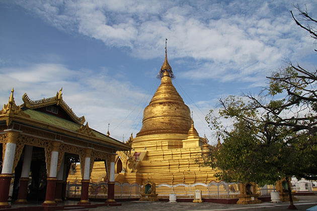 the golden stupa in kuthodaw pagoda