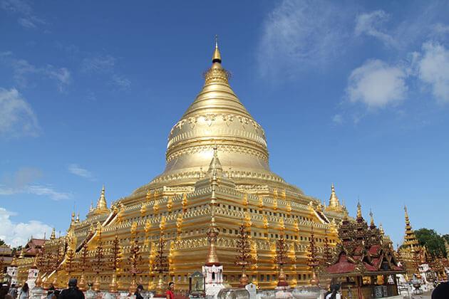 the great golden Shwezigon Pagoda
