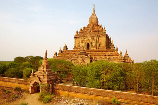 Htilominlo Temple is a dramatic two-storey temple in Bagan