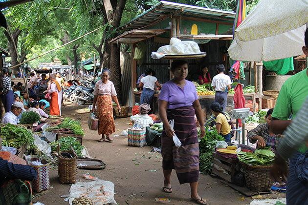 local people in the fresh Nyaung U market