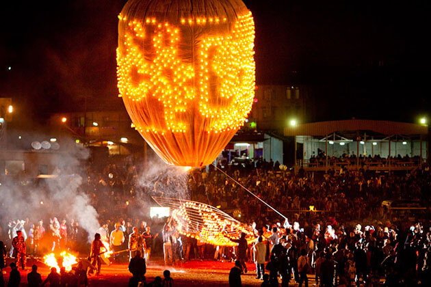 tanggyi balloon festival taking place in November - the best time to visit myanmar
