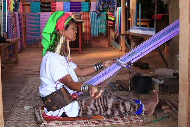 the long neck woman in Inle Lake