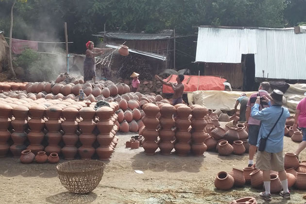 tourists watching the locals making pottery in Yandaboo village