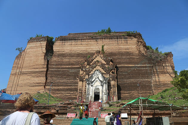 Mingun Pahtodawgyi is the highlight of Mandalay - Myanmar tour