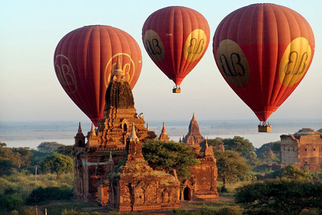 take a hot air balloon trip in Myanmar honeymoon trips