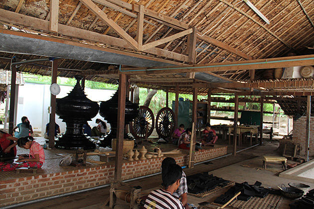 bagan lacqurerware workshop - place to gain local experience in Myanmar itinerary 7 days