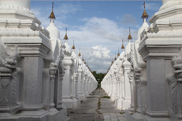 kuthodaw pagoda - interesting spot for myanmar photography tour