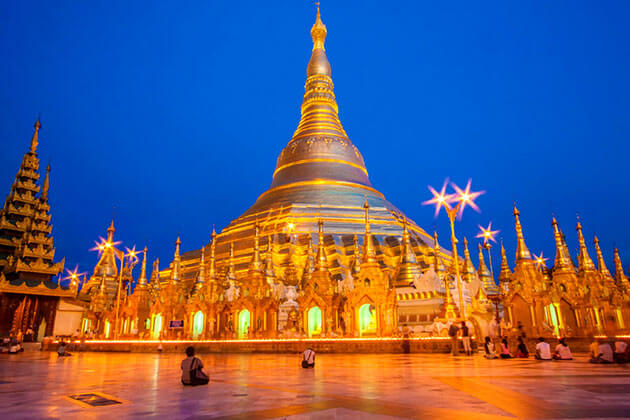shwedagon pagoda at sunset - highlight of Myanmar tours 2019 2020