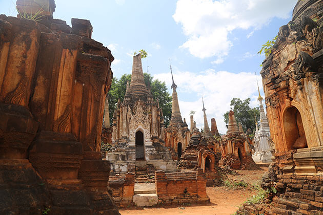 the magnificent ruins in Shwe indein temple