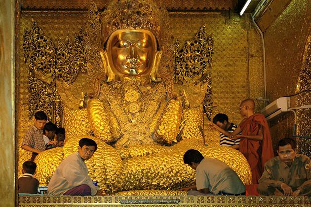 Mahamuni Pagoda - important attaction for myanmar river cruise (2)
