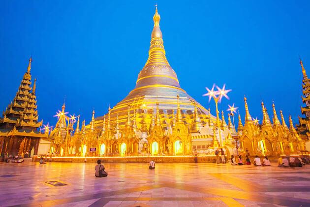 shwedagon pagoda alluring at sunset